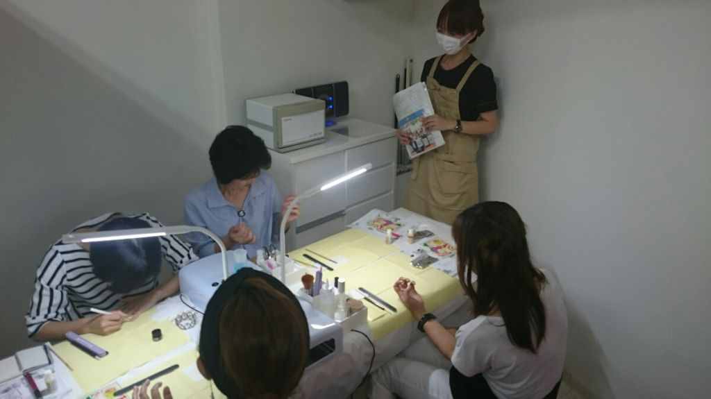 第2回 お店ゼミ風景 (8/20 Organique Beauty Salon Charm 、8/21 maple)写真1